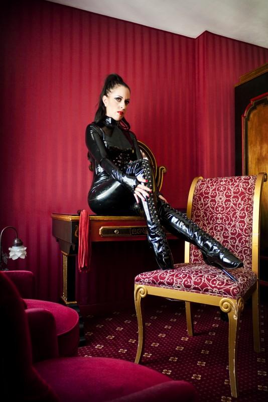 Lady Bellatrix in Paris