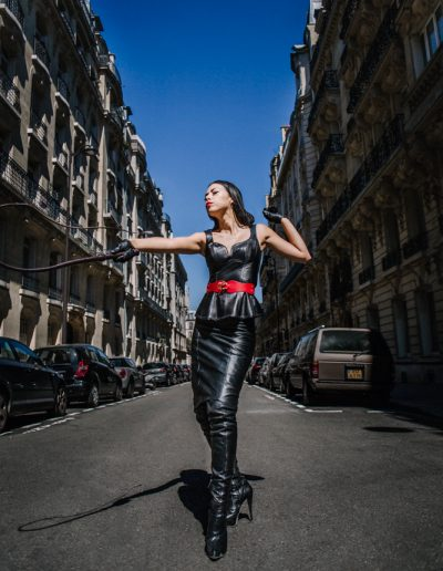Dominatrix Iris in Paris